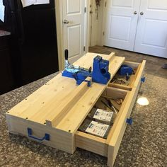 "88 gilla-markeringar, 34 kommentarer - Joseph Rodriguez (@rusticgroveworkshop) på Instagram: ""Custom Kreg Jig Work Station!! This makes pocket holes a lot easier with a bigger surface as well…"""