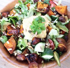 Salade bowl met zoete aardappel, avocado en dadel - Hungry For Healthy Food Healthy Options, Healthy Recipes, Healthy Food, Avocado, Cobb Salad, Potato Salad, Good Food, Chicken, Ethnic Recipes