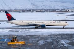 Domestic Airlines, Air Photo, Air Lines, Commercial Aircraft, Slc, Salt Lake City, Planes, Aviation, Airplanes