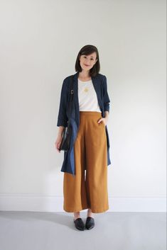 White t-shirt+mustard wide-leg pants+black pointed flat muster+dark denim duster+black shoulder bag+gold pendant necklace. Pre-Fall/ Transitional Casual Date Outfit 2018 Pointed Flats Outfit, Wide Pants Outfit, Mustard Pants, Minimalist Fashion Women, Casual Work Outfits, Office Outfits, Summer Outfits, Wide Leg Trousers, Denim Duster