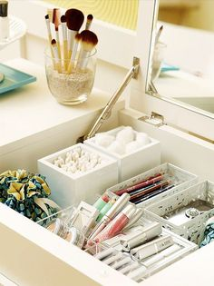 Bookmark these organization hacks that will clear up your messy bathroom in no time.