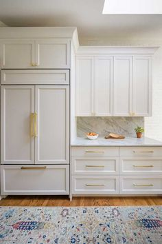 Modern And Trendy Kitchen Cabinets Ideas And Design Tips – Home Dcorz Kitchen Cabinet Styles, Wood Kitchen Cabinets, Kitchen Redo, Brass Kitchen, Kitchen Ideas, Kitchen Cabinet Paint Colors, Gold Kitchen Hardware, Taupe Kitchen, White Shaker Kitchen