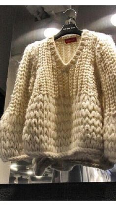 Knitting Patterns Sweter big knit ∮ knit jumper thick off-white ivory wool (ivory knit wool)Outstanding Fall Fresh Look. Lovely Colors and Shape. 33 Pretty Street Style Ideas You Should Own – Outstanding Fall Fresh[. Chunky Knitting Patterns, Knitting Designs, Hand Knitting, Crochet Patterns, Knitwear Fashion, Knit Fashion, Fashion Outfits, Pull Grosse Maille, Big Knits