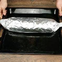 Læg kødfars fladt ud på en plade med ost ovenpå - et blik på slutresultatet Ground Beef, Food And Drink, Cooking Recipes, Keto, Snacks, Dinner, Madness, Dining, Appetizers