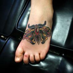 #moth #mothtattoo #traditionaltattoo #feet #foot #color #oldschool #femaletattooartist #jj #jessicazegretti #jessupersonic