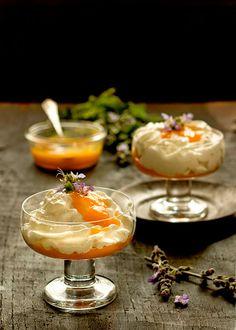 Espuma De Yogurt Griego Y Coulis De Mango