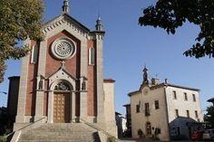 Church of San Paolo Apostolo and the town hall (Casa del Castello) in Faetano