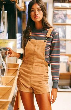 Found: Cute Overall Dress Outfits to Try for Fall. Overall Shorts Outfit, Overalls Outfit, Overalls Fashion, Summer Shorts Outfits, Short Outfits, Outfit Summer, Pretty Outfits, Cute Outfits, Dress Outfits