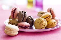 Macarons chocolat, vanille, café et framboise #Picard.