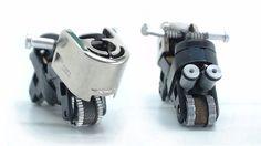 Minimoto de juguete con las piezas de dos encendedores gastados | Aprender manualidades es facilisimo.com