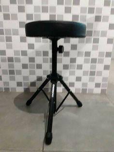 Banco Preto Regulável Este produto você encontra nas lojas Bala Mental,entre em contato conosco em nossa fan page: