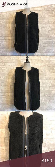 ☑️Madewell Sherpa Vest☑️ So soft and versatile, this Madewell vest is perfect for the cold seasons! Double zippers you can zip up or down or meet in the middle. Pockets also have zippers! Slightly higher in the back to accommodate the booty 🙃 Sherpa style exterior, not actual Sherpa- contents shown. Madewell Jackets & Coats Vests