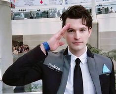 Bryan Dechart dressed up as Connor, the android he played for the game. He's quite adorable Bryan Dechart, Playstation, Haikyuu, Detroit Become Human Connor, Detroit Become Human Actors, Quantic Dream, Becoming Human, I Like Dogs, Cosplay