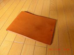こちらは自分用のキャメルバージョンのスケッチブック。トランペットケースの革を使用。