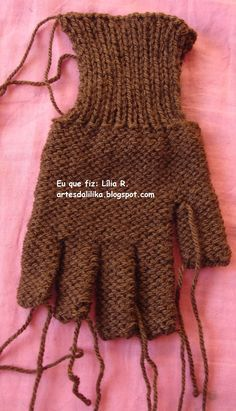 Eu que fiz esse passo a passo, luva com dedo em   tricô, muito fácil !   Tricô tubular!!   Espero que gostem!!                             ...