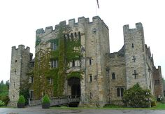 Hever Castle-Anne Boleyn's childhood home Architecture Old, Beautiful Architecture, Palaces, Castle Pictures, Castles In England, Beautiful London, Scottish Castles, Castle Ruins, Cathedral Church