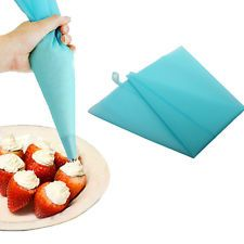 a reusable silicone icing piping squeeze cream pastry bag cake decorating baking No Bake Cookies, No Bake Cake, Cookies Et Biscuits, Cake Decorating Tools, Cookie Decorating, Cake Nozzles, Piping Icing, Piping Bag, Bag Cake