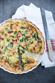 Spinach quiche with bacon and mushrooms - Brenda Cooks! A Food, Good Food, Food And Drink, Yummy Food, Mushroom And Spinach Quiche, Filet Mignon Chorizo, Cooking Risotto, Quirky Cooking, Bacon Quiche