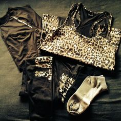 Leopard Workout Clothes♥♥need this ASAP Workout Attire, Workout Wear, Workout Shirts, Workout Outfits, Sporty Outfits, Cute Outfits, Fitness Fashion, Fitness Outfits, Fitness Wear
