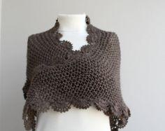 Handknit Beige triángulo Midi chal bufanda cuello por denizgunes