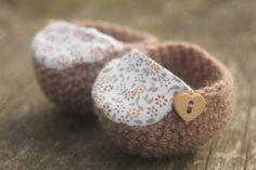 Patucos de ganchillo hechos a mano e ideales para los más pequeños de la casa…