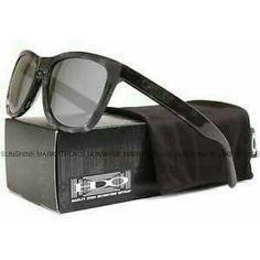 49 Best Oakley Juliet images   Sunglasses online, Feminine fashion ... 419d415043