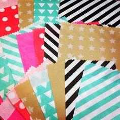 Leuke papieren cadeauzakjes van HEMA. Instagrammer Anne heeft ze  in alle kleuren en prints  in huis.