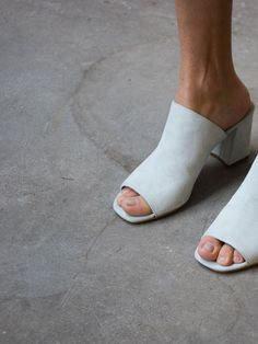 Penelope mules in mint suede Ankle Boots, Shoe Boots, Suede Shoes, Inspiration Mode, Mules Shoes, White Mules Heels, Oxfords, Shoes Heels, Sock Shoes