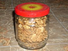 Vyloupané ořechy nandáme do vymytých a vysušených sklenic. V mikrovnce vlníme sklenici 0,5 - 0,7 litru  1,5 min na plný výkon. Pak sklenice...