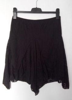 Kupuj mé předměty na #vinted http://www.vinted.cz/damske-obleceni/sukne-ostatni/11701393-cerna-sukne-se-spodnickou