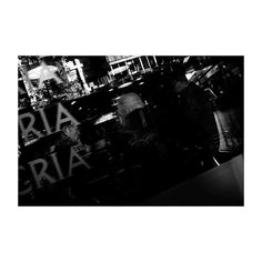 Apuntes (IX) @lacalleesnuestracolectivo  #lacalleesnuestracolectivo  #majadahonda #madrid #spain #granviamajadahonda #blackandwhite #blancoynegro #streetphotography #bar #cafeteria #rótulo #label #reflection #reflejos #streetstyle #pequeñocomercio #smallbusiness #igersmadrid #canon6d #35mm #picoftheday #photooftheday