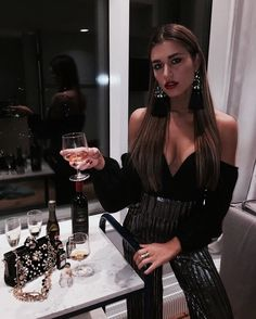 outfits going out night parties * outfits going out night ` outfits going out night winter ` outfits going out night parties ` outfits going out night casual Clubbing Outfits, Nye Outfits, Casual Skirt Outfits, Night Outfits, Fashion Outfits, Womens Fashion, Ladies Fashion, Winter Party Outfits, Holiday Outfits
