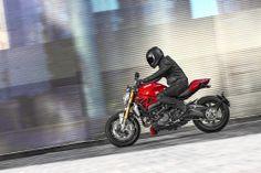 2014-Ducati-Monster-1200-action-