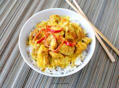 Kurczak w sosie curry z ryżem jaśminowym.