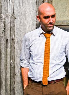 Corbata tejida padrinos - mostaza amarillo del profesor flaco corbata ... LitKnits Vendido  Tejer gorro Slouchy - Pemberley en marrón topo -...