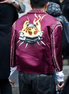 Veste Prada au défilé Carven  La fameuse veste de la collection Prada fait définitivement un bel effet.  Crédits : Sarah Aubel pour Be