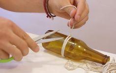 """Hoe je een fles kan """"snijden"""" met behulp van dun touw."""