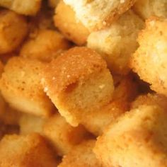 Make your own crostini or croutons and add to your list of appetizers or add to soups and salads. Includes a wide variety of toppings and storage ideas. Air Fry Recipes, Gourmet Recipes, Snack Recipes, Healthy Recipes, Snacks, Oven Fryer, List Of Appetizers, Philips Air Fryer, Crostini