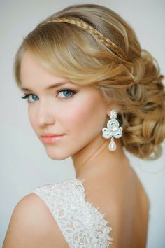 ▷ attractive and feminine party hairstyles ideas - All For Bridal Hair All Hairstyles, Romantic Hairstyles, Simple Wedding Hairstyles, Classic Hairstyles, Haircuts For Long Hair, Popular Hairstyles, Party Hairstyles, Hairstyle Ideas, Wedding Day Makeup