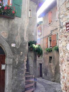 Italy- Gardalake, Malcesine - romantic medieval streets»