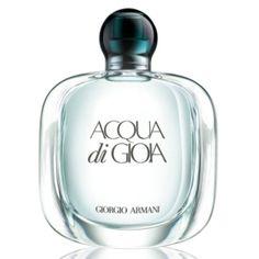"""Acqua di Gioia EDP - Con Acqua di Gioia, Giorgio Armani propone un perfume cuyo nombre es un guiño a su bestseller masculino Acqua di Gio. Esta agua de alegría vista por el creador italiano se inspira en la idea de las islas tropicales llenas de vegetación… La fragancia, fresca y femenina, explora el tema de la ósmosis entre mujer y naturaleza y se viste con un frasco sobrio de """"diseño puro y orgánico""""."""