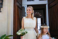 Carla, radiante en el día de su boda.  Vestido de Cortana.