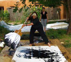 Kazuaki Tanahashi, Exerzitien für Kalligraphie, Upaya Zen Center - ZEN - HoMe Action Painting, Wow Art, Chalk Art, Art Plastique, Art Studios, Painting Techniques, Artist At Work, Painting Inspiration, Modern Art
