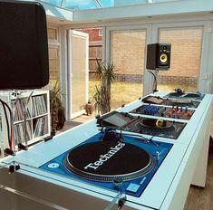 Dj House, House Music, Furniture Making, Home Furniture, Dj Table, Dj Setup, Dj Booth, Drum Machine, Dj Equipment