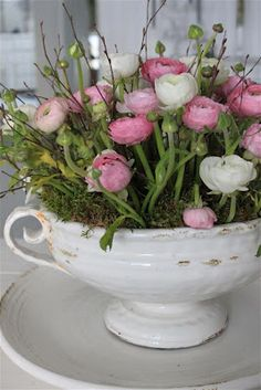gorgeous floral arrangement of ranunculus in white ironstone tureen - beautiful! Fresh Flowers, Spring Flowers, Beautiful Flowers, Easter Flowers, Spring Bouquet, Deco Floral, Arte Floral, Ikebana, Floral Arrangements