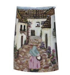 Anciana por calle asturiana. Sobre teja antigua