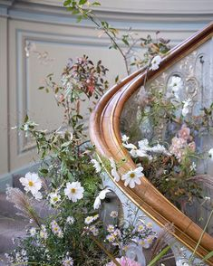 Inspiration for stair garland Ceremony Backdrop, Ceremony Decorations, Wedding Ceremony, Floral Wedding, Wedding Bouquets, Wedding Flowers, Wedding Staircase, Lounges, Bouquet Champetre