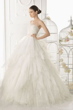 aire barcelona 2014 ordesa strapless ball gown tiered skirt beaded bodice(nice ^-^)
