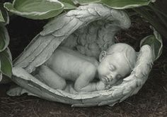 Sleeping baby in angel wings memorial statue. Peaceful and spiritual garden or grave angel figure is sure to bring comfort to anyone who has lost a child. Made of resin and stone Measures at Joseph Studio Garden Collection Angel Garden Statues, Outdoor Garden Statues, Garden Angels, Statue Ange, Baby Angel Wings, Angel Babies, Frida Art, Ange Demon, Cherub
