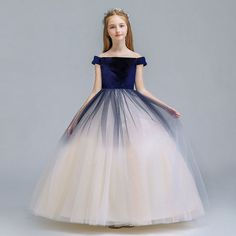 Chic / Beautiful Navy Blue Champagne Gradient-Color Suede Flower Girl Dresses 2019 A-Line / Princess Off-The-Shoulder Short Sleeve Floor-Length / Long Ruffle Backless Wedding Party Dresses Country Style Wedding Dresses, Wedding Party Dresses, Grey Flower Girl Dress, Style Chinois, Belle Silhouette, Backless Wedding, Bleu Marine, Beautiful Gowns, Elegant Dresses